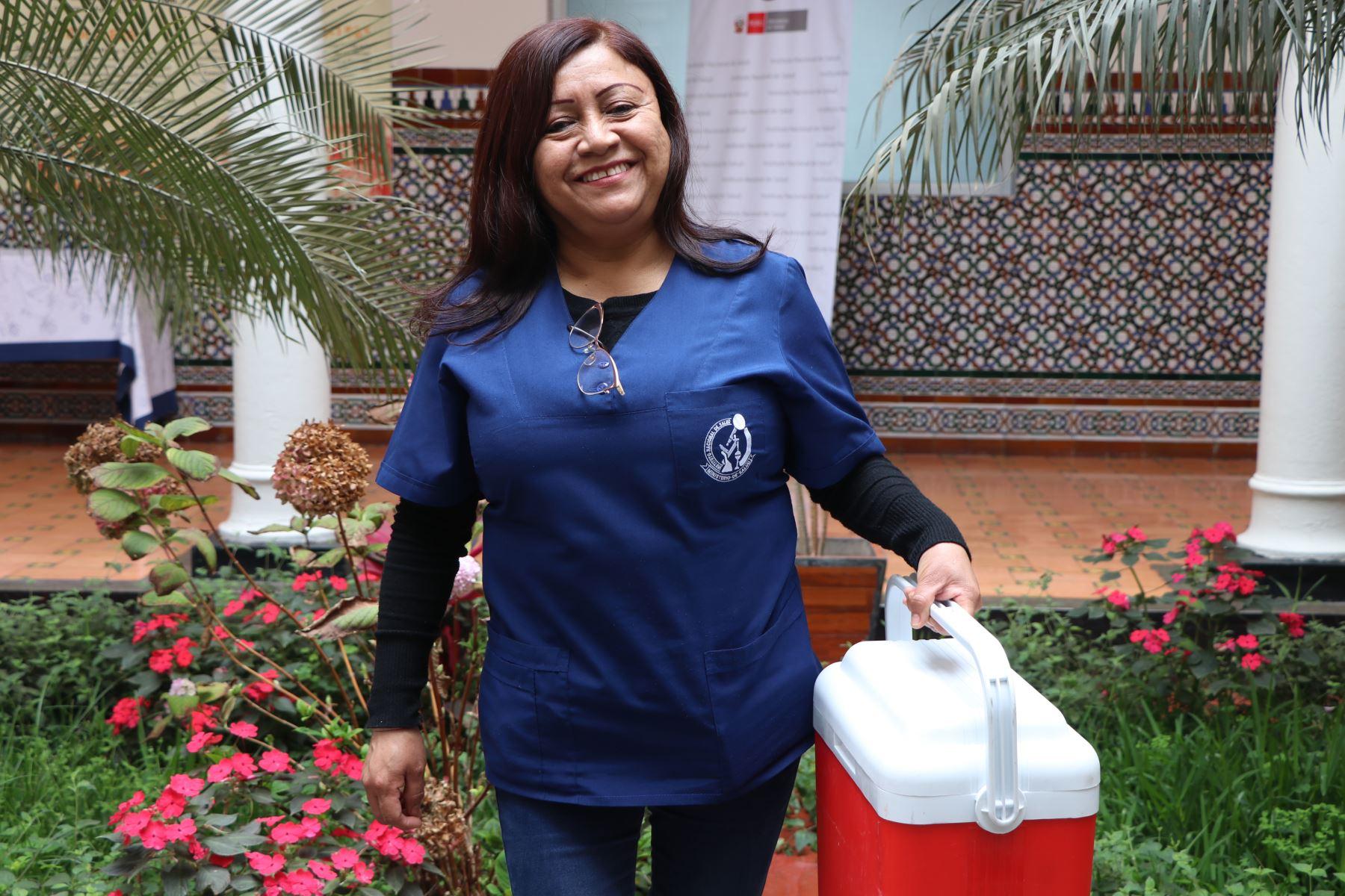 Isabel Fernández Silva, técnica de laboratorio del Instituto Nacional de Salud (INS), ha tomado más de 1,000 pruebas de hisopado nasofaríngeo para descartar la presencia del covid-19.Foto: ANDINA/INS