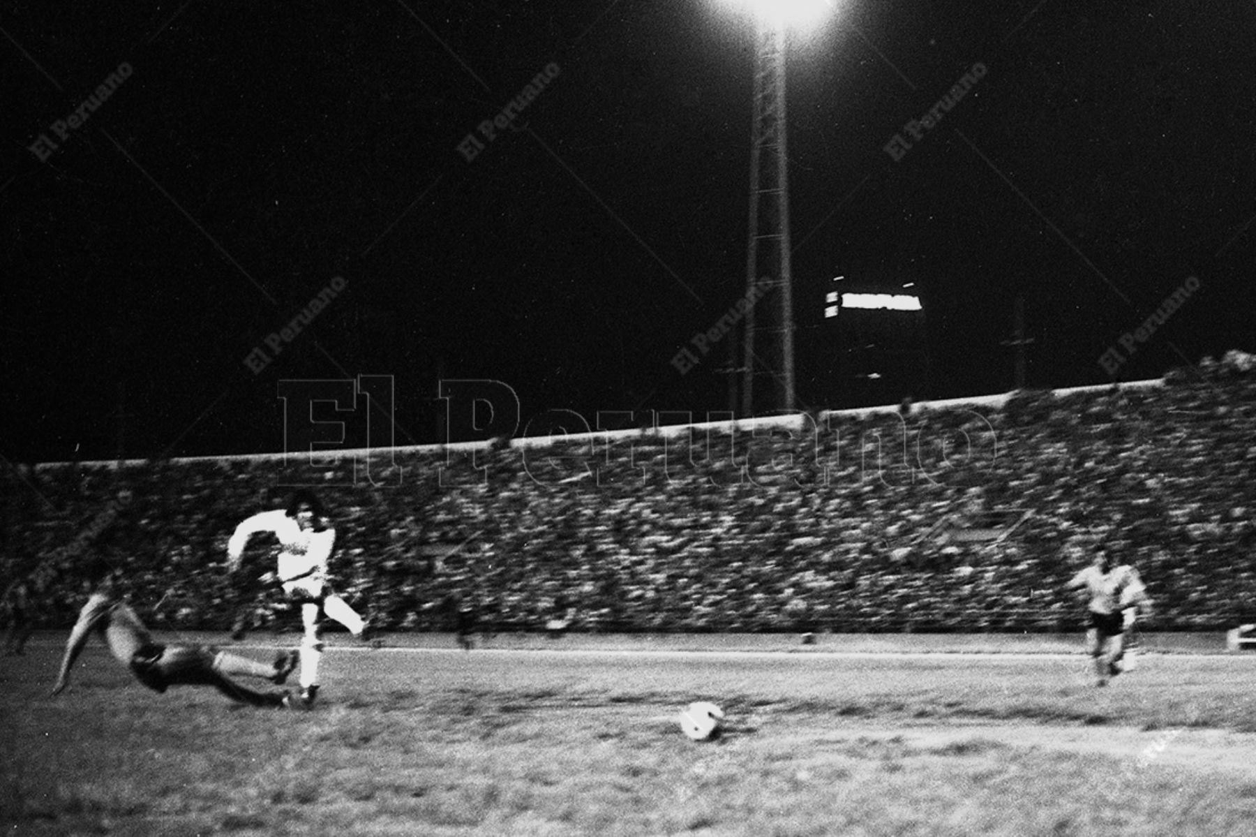 Caracas - 28 octubre 1975 . El seleccionado peruano se coronó campeón sudamericano de fútbol al vencer 1-0 a Colombia con gol de Hugo Sotil. Foto: Archivo Histórico de El Peruano / Raúl Sagástegui