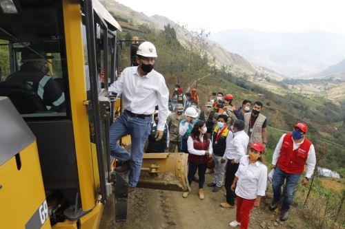 El presidente de la República, Martín Vizcarra, supervisa las obras de mejoramiento y conservación del tramo Huánuco - La Unión