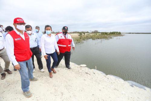 """Piura: ministro de Agricultura inspecciona proyecto de riego """"Tapa de Cuy"""""""