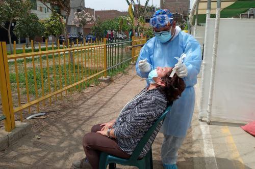 Coronavirus: Minsa realiza descartes de covid-19 con pruebas moleculares en Los Olivos