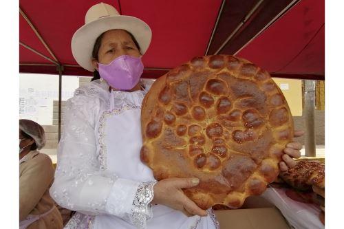Realizan festival del pan Huaro al sureste de la ciudad del Cusco