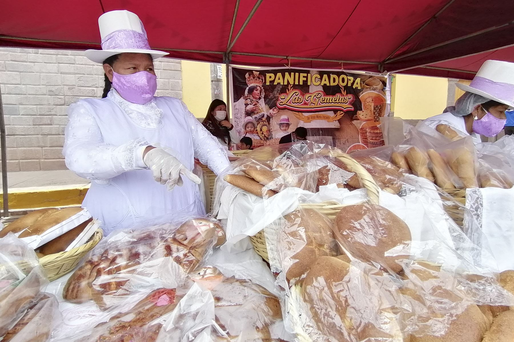 Por segundo año consecutivo se realiza el festival del típico pan cusqueño Huaro en el distrito que lleva el mismo nombre, ubicado al sureste de la ciudad del Cusco, a unos 40 minutos en auto por la vía nacional Cusco-Puno-Arequipa. Foto: Percy Hurtado Santillán