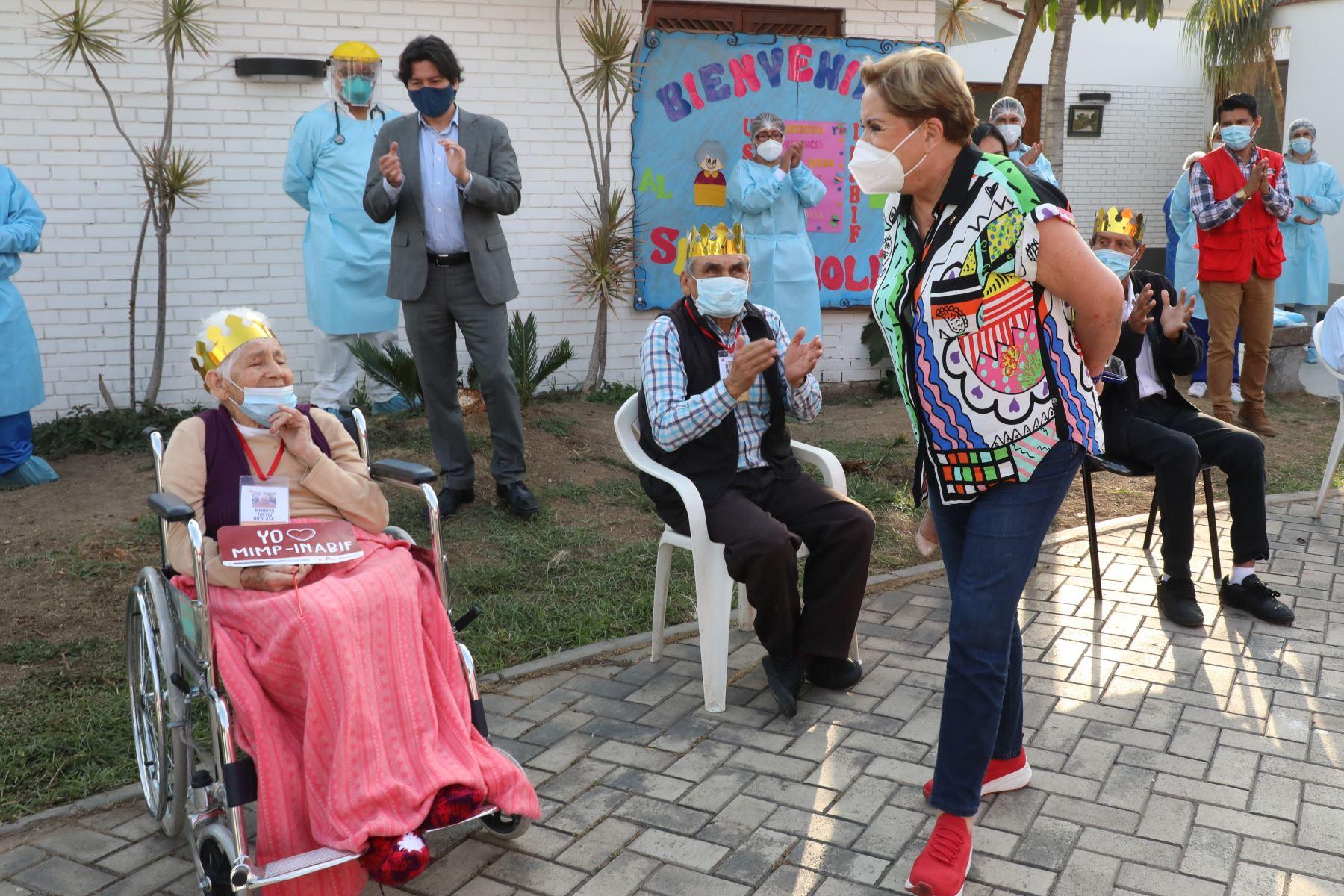 La ministra de la Mujer y Poblaciones Vulnerables, Rosario Sasieta, participó en la inauguración del Servicio de Refugio Temporal para Personas Adultas Mayores (PAM), en La Molina, donde se atenderá a los PAM que se encuentren en desprotección familiar o riesgo social. Foto: MIMP