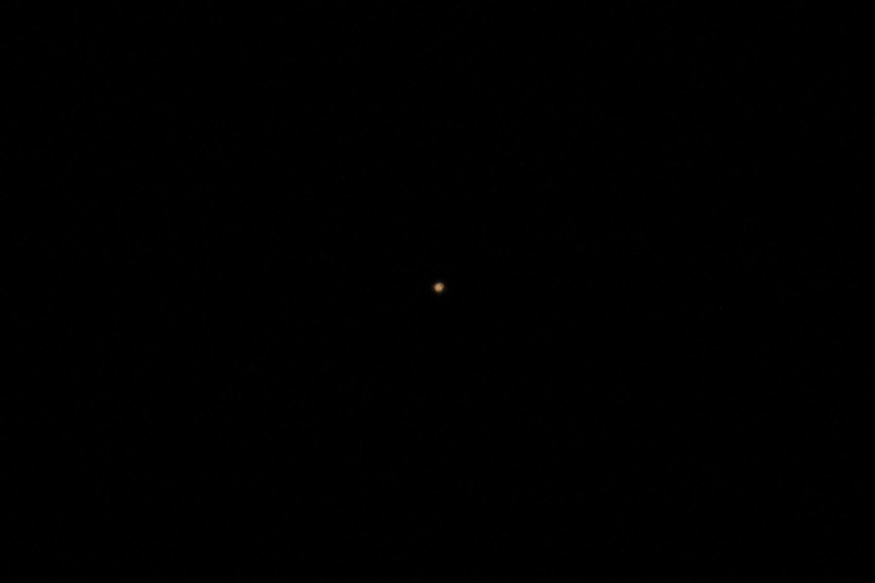 Esta noche el planeta Marte se pudo apreciar desde el cielo limeño. Foto: ANDINA/Carlos Lezama
