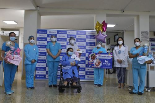Dan de alta a mellizos prematuros nacidos en período de pandemia