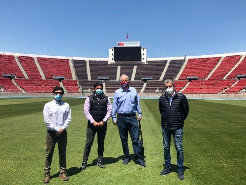 El gerente de las selecciones peruanas, Antonio García Pye, y el asistente técnico de la selección peruana, Néstor Bonillo, se encuentran en Chile.