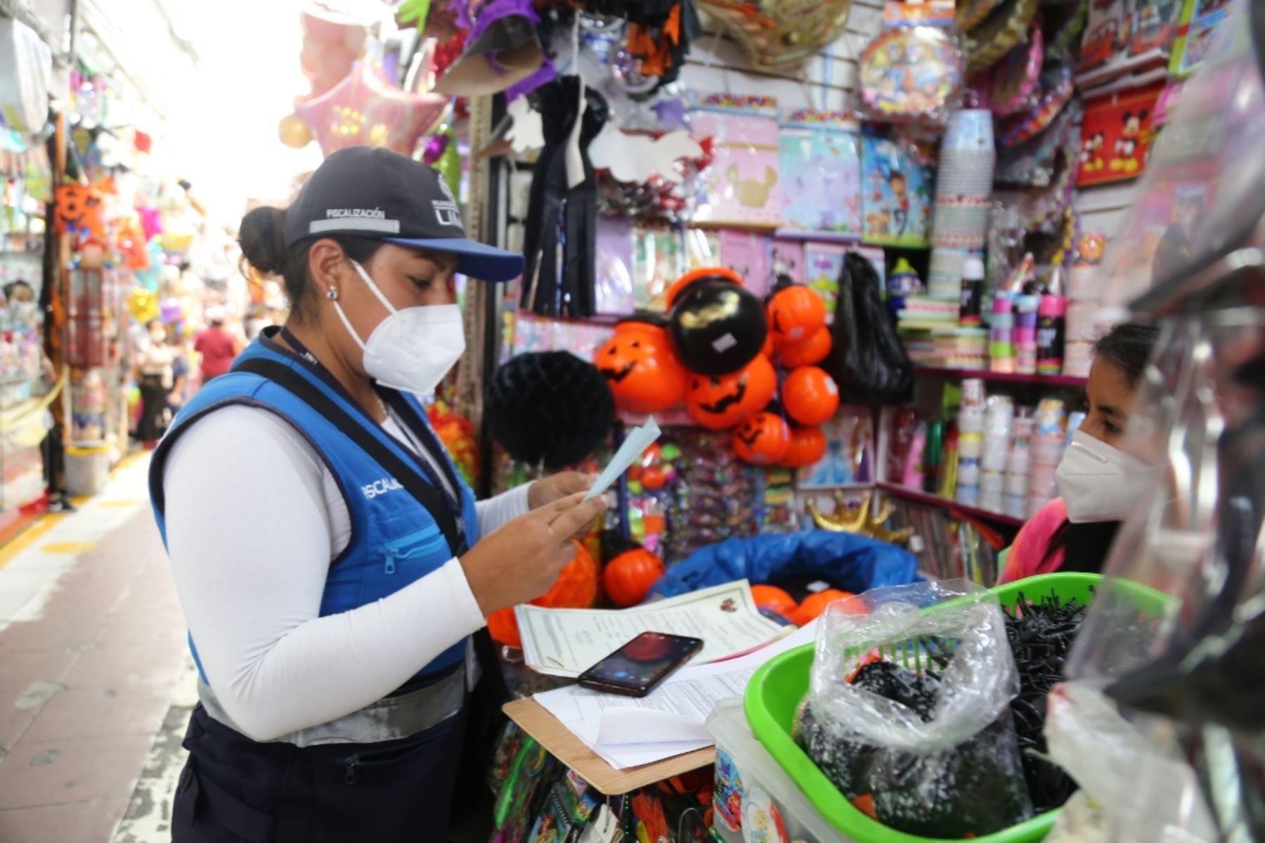 Halloween: clausuran locales del Mercado Central que vendían productos tóxicos. Foto: ANDINA/difusión.