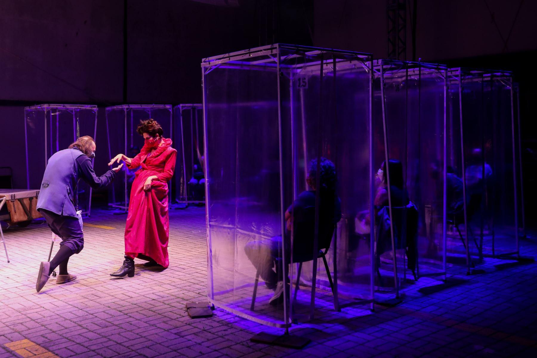 El teatro vuelve a Sao Paulo con cabinas de plástico para sus espectadores | Noticias