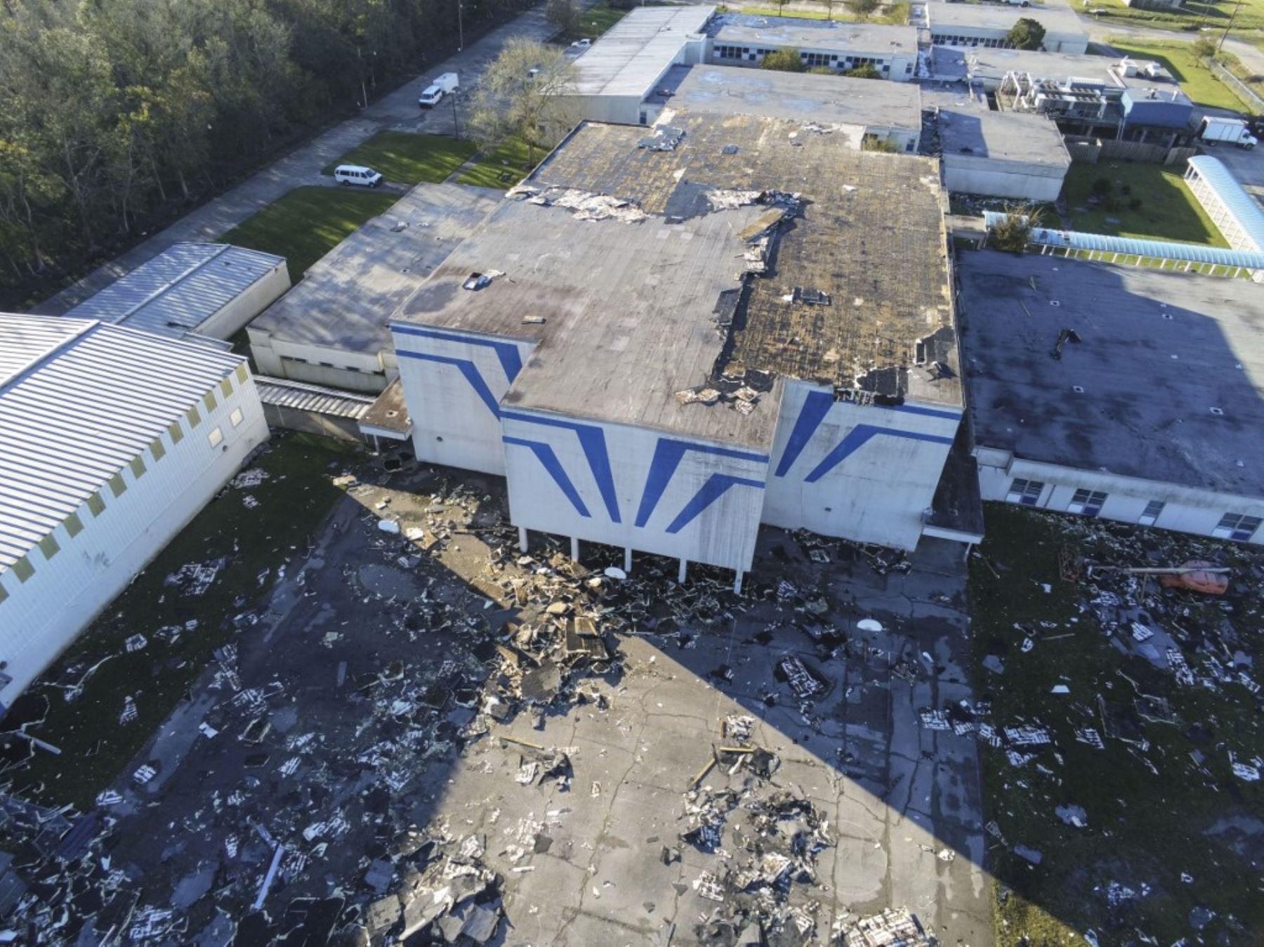 Foto de un dron del daño a la escuela secundaria St Bernard después del huracán Zeta, en St Bernard. Un récord de siete huracanes azotaron la costa del golfo en y provocaron una destrucción prolongada en Luisiana. Foto:AFP