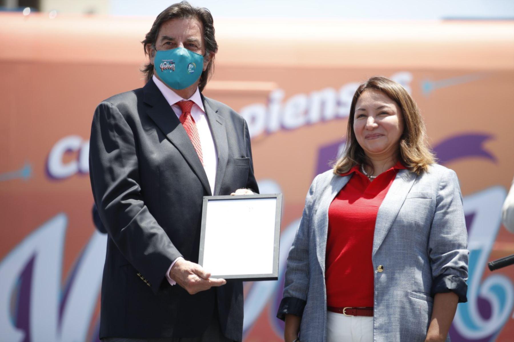 En el marco del evento se les entregó al Complejo Industrial Beta la licencia de uso de la marca Super Foods Peru, y al Fundó Caravedo la licencia de uso de la marca Pisco, spirit of Peru  Foto: ANDINA/ Juan Carlos Guzmán