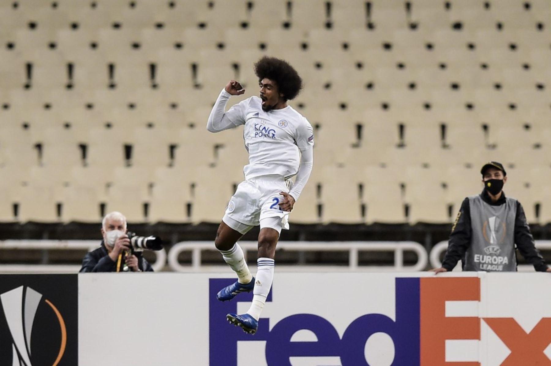 El jugador del Leicester,  Hamza Choudhury, celebra tras anotar un gol en el partido por la Copa UEFA. Foto: AFP