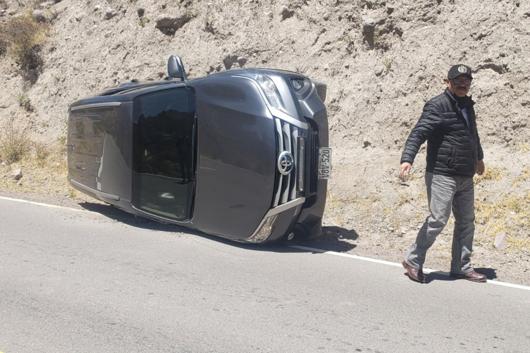 La camioneta de placa V8V-520, en que viajaba el congresista por Arequipa Edgar Alarcón se despistó cuando se dirigía a Callalli. Foto: ANDINA/Difusión