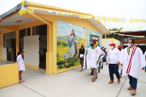 El presidente Martín Vizcarra, inaugura la Institución Educativa San Juan Bautista en Piura