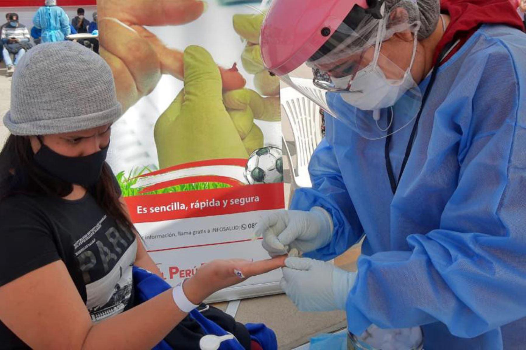 Perú tiene una alta cobertura de tratamiento, llega al 80 % de las personas que viven con el virus del VIH/sida. Foto: ANDINA/Minsa.
