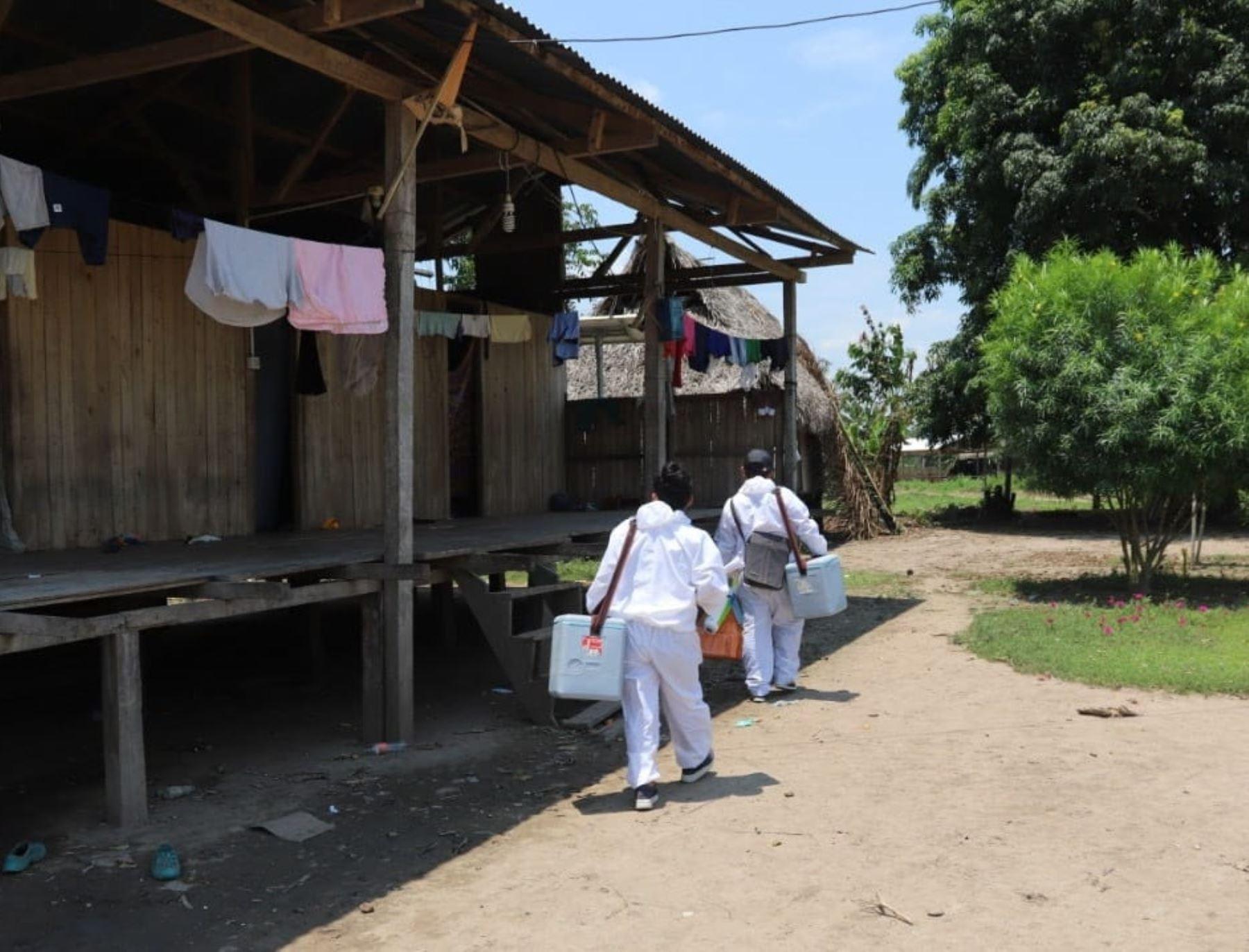 Brigadas de salud vacunan casa por casa contra la difteria y otras enfermedades en la ciudad de Contamana, en la provincia loretana de Ucayali. Se prioriza atención a niños menores de 5 años. ANDINA/Difusión