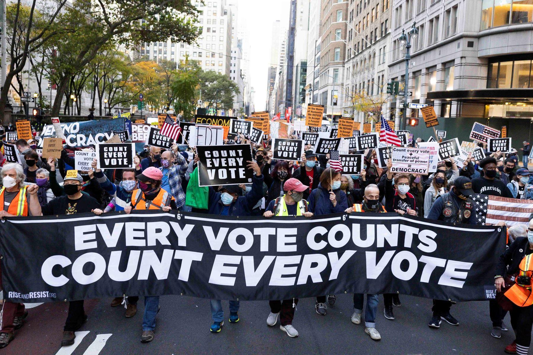 Estadounidenses marchan contra presidente Trump en Nueva York