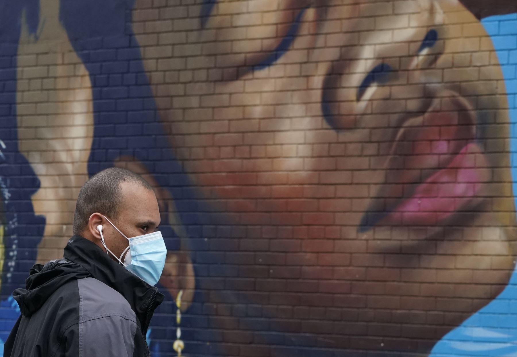 Un total de 123,085 nuevas infecciones se registraron del miércoles al jueves así como 1,226 muertes, según el recuento de la institución de Baltimore (noreste). Foto: AFP