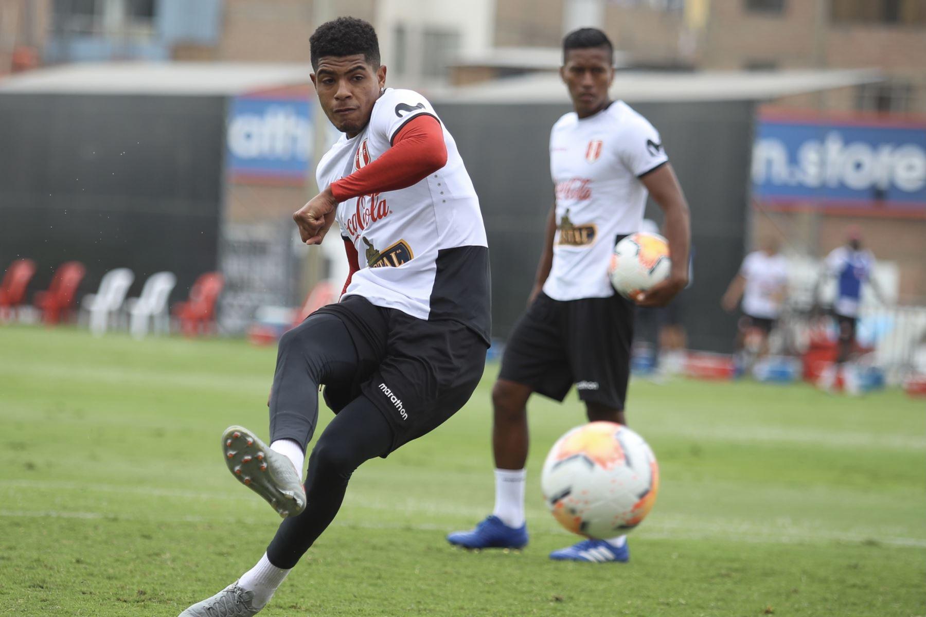 Wilder Cartagena, durante el entrenamiento de la selección Peruana. Foto: FPF