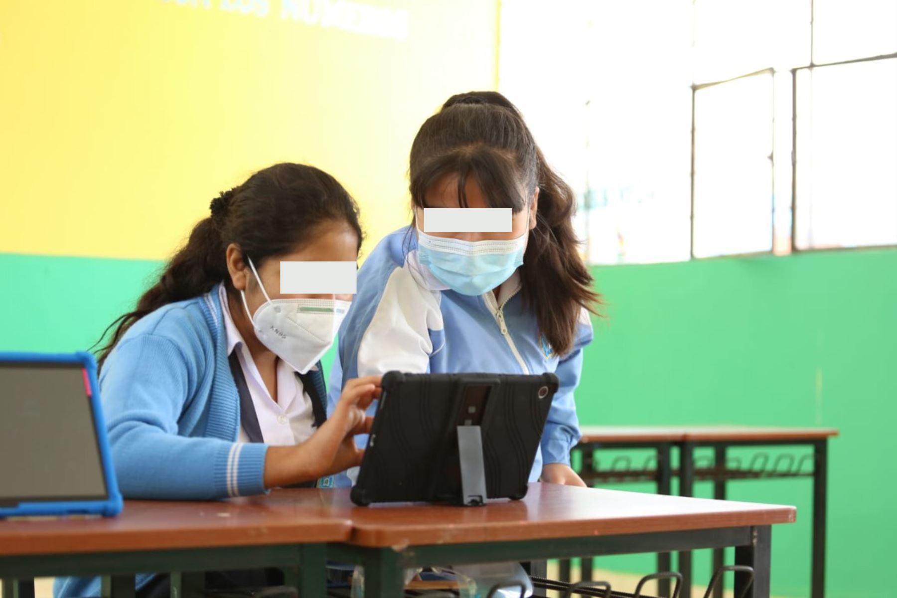 Ministerio de Educación verifica en Piura que las tabletas electrónicas eran usadas con fines distintos a los pedagógicos. Foto: ANDINA/difusión.