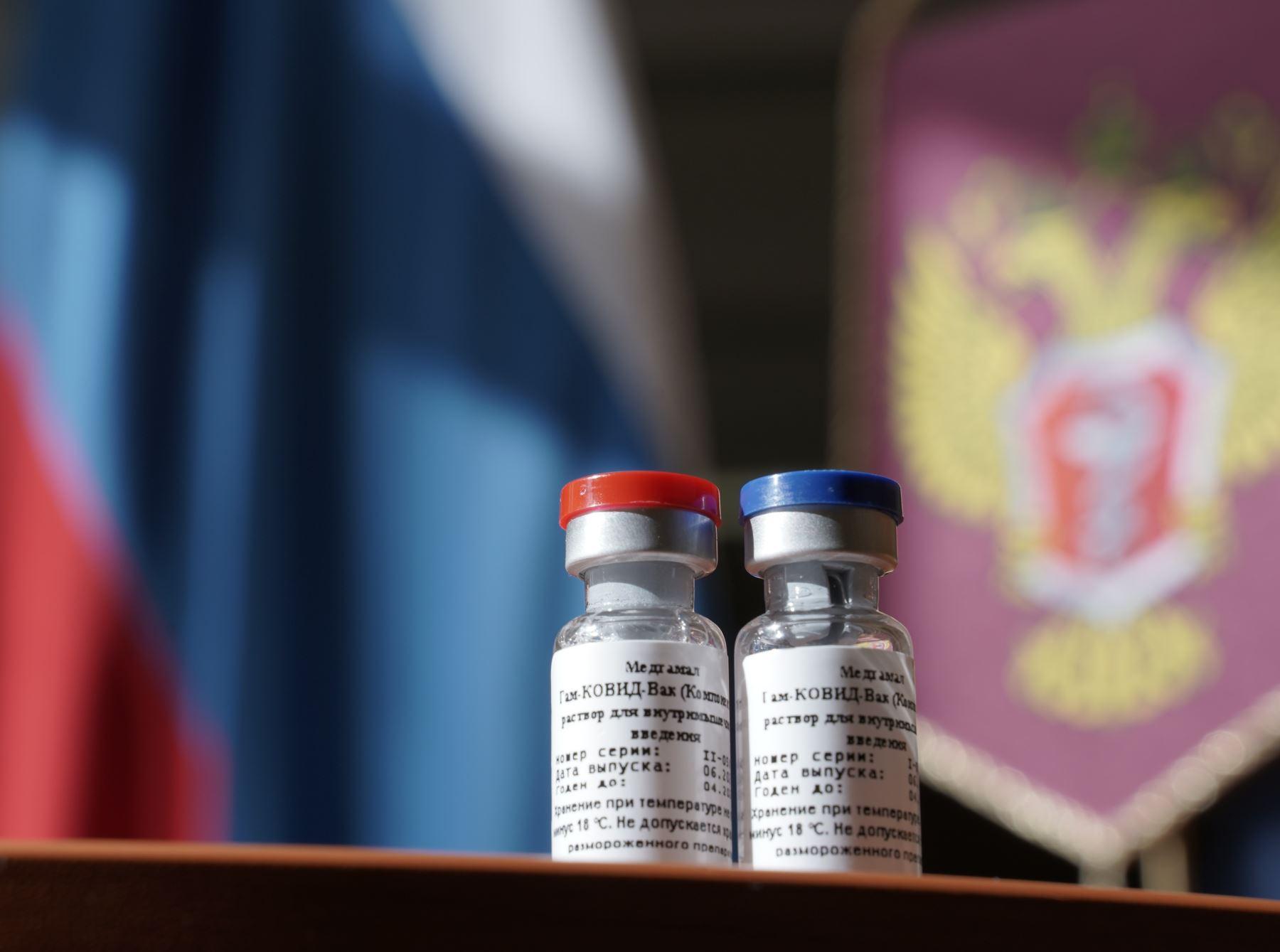 Al Perú llegarían tres millones 100,000 dosis de vacuna Sputnik V entre abril y mayo, y en el segundo semestre, las dosis restantes. Foto: AFP