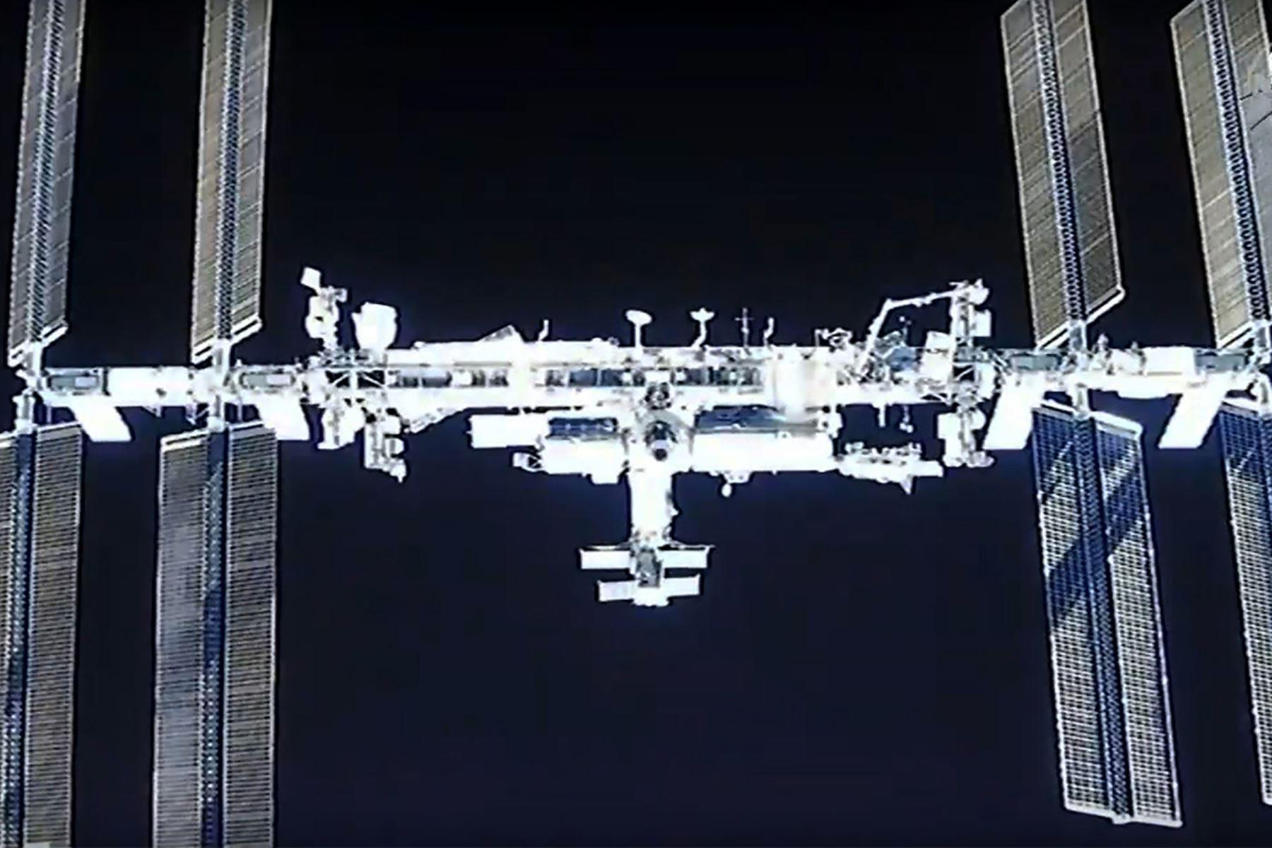 Cuatro astronautas transportados por la cápsula Dragon de la empresa SpaceX ingresaron el martes a la Estación Espacial Internacional (ISS). Foto: NASA/AFP.