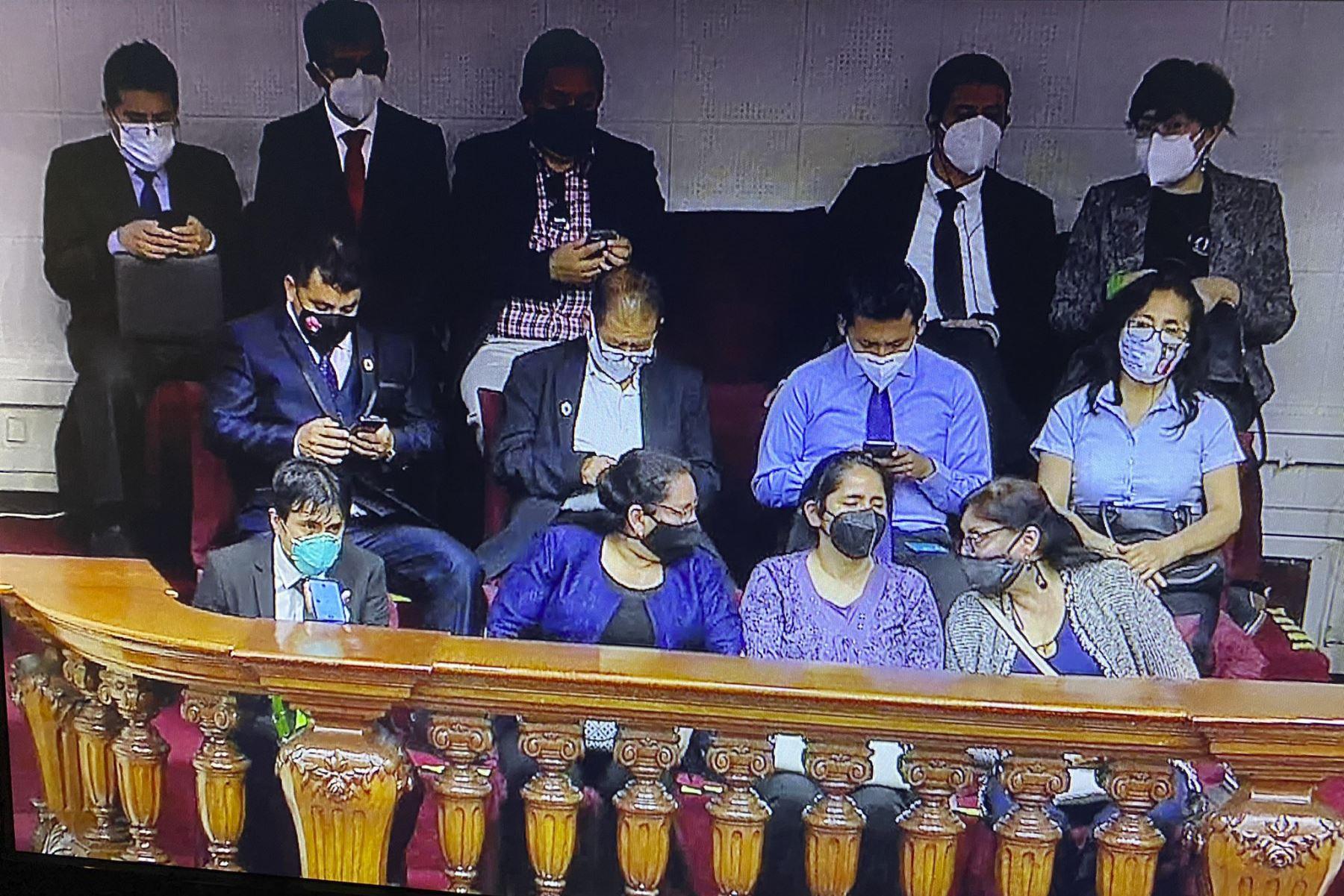 familiares-de-inti-sotelo-y-bryan-pintado-invitados-a-ceremonia-de-juramentacion