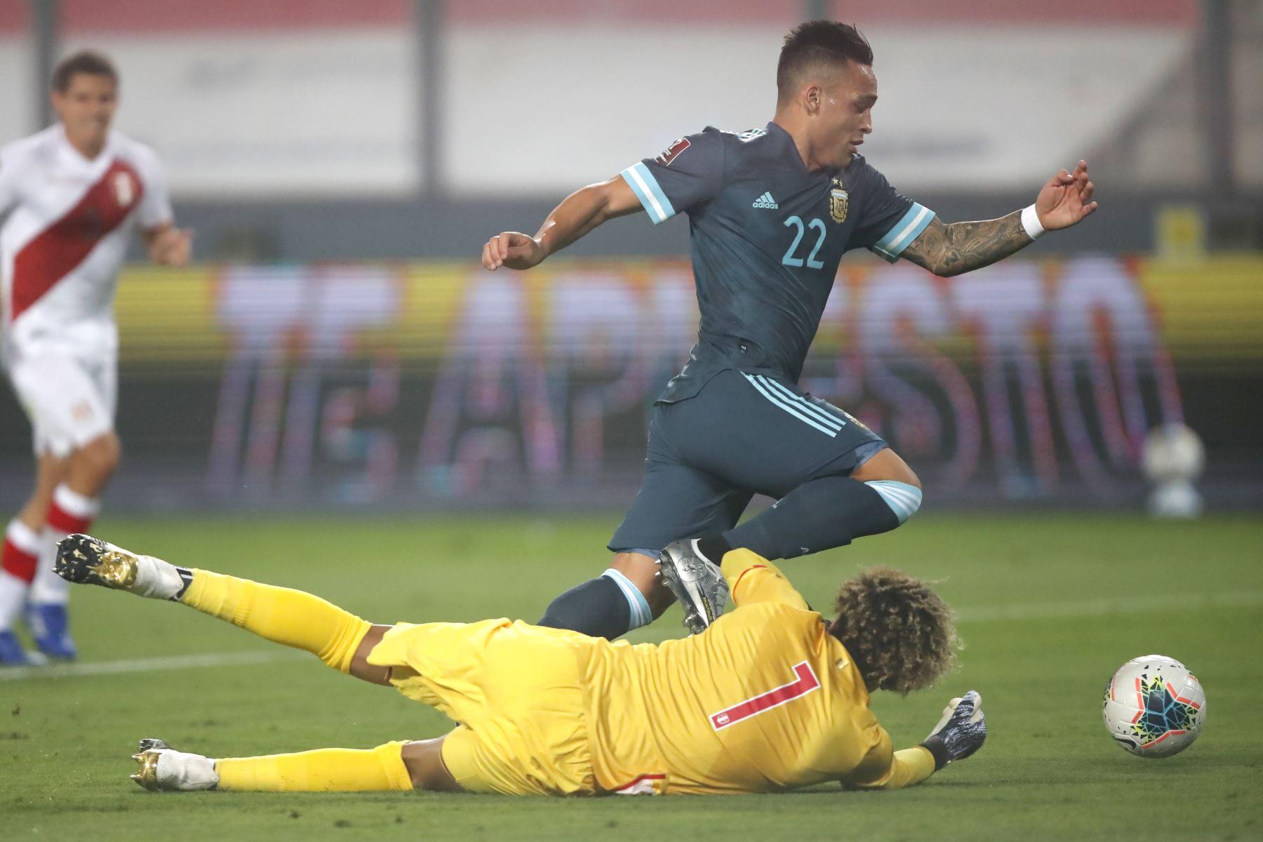 Laurato Martínez anota el segundo gol. Argentina derrota 2 a 0 a la selección de Perú.  Foto: Pool FPF