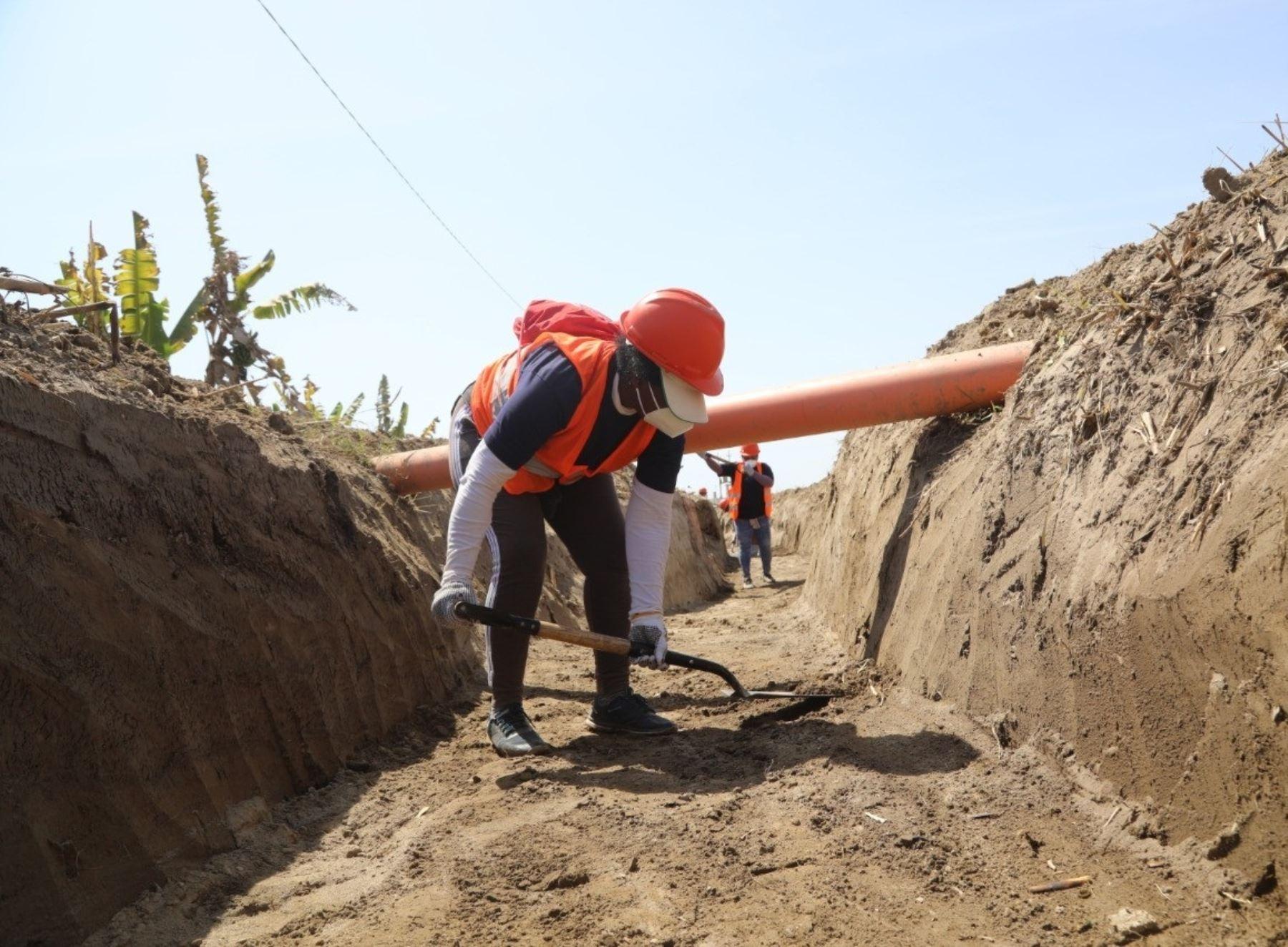region-lima-agricultores-participan-en-mantenimiento-de-canales-de-riego-y-drenes