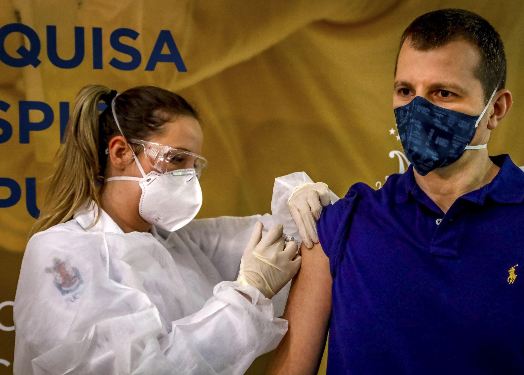 Un país vecino recibió miles de dosis de la vacuna china