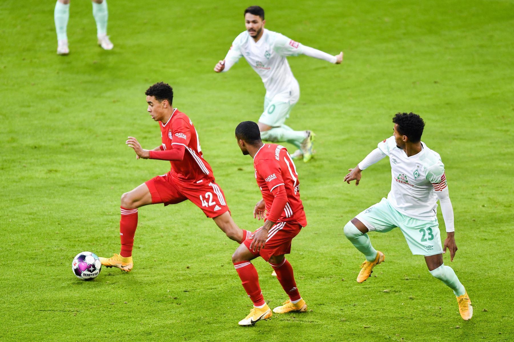 Jamal Musiala del Bayern Múnich en acción durante el partido de fútbol de la Bundesliga. Foto: EFE
