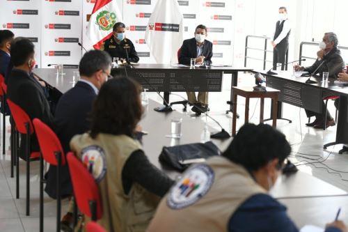 Ministro del Interior recibe a los familiares de Inti Sotelo y Jack Pintado fallecidos durante la movilización del 14 de noviembre