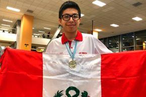 Mijaíl Gutiérrez, estudiante de quinto año de secundaria, obtuvo puntaje perfecto en competencia realizada de forma virtual desde nuestro país.ANDINA/Difusión