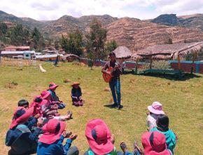 Winder Huamani regresó a su comunidad Cajapucara, ubicada en el distrito de Ccapi, provincia cusqueña de Paruro, para enseñar a los niños de primaria. ANDINA/Difusión