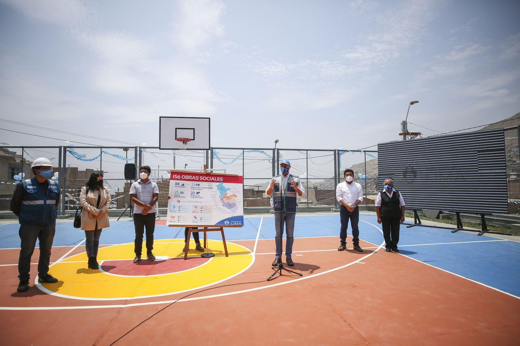 El alcalde de Lima, Jorge Muñoz, presentó el plan de las 156 obras sociales que la comuna limeña viene ejecutando en 19 distritos, las cuales se caracterizan por la intervención de lugares que requerían el mejoramiento y construcción de vías de acceso peatonal y espacios recreativos en zonas alejadas de la capital. Foto: MML