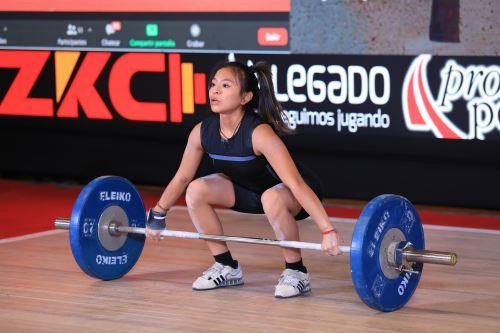 Anali Saldarriaga  se corona campeona panamericana juvenil de pesas