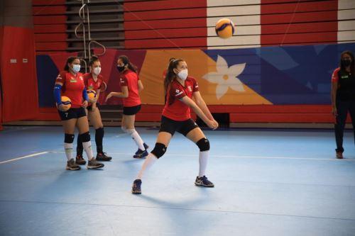 Selecciones femeninas  de voleibol U16 y U20 ya entrenan en la Videna