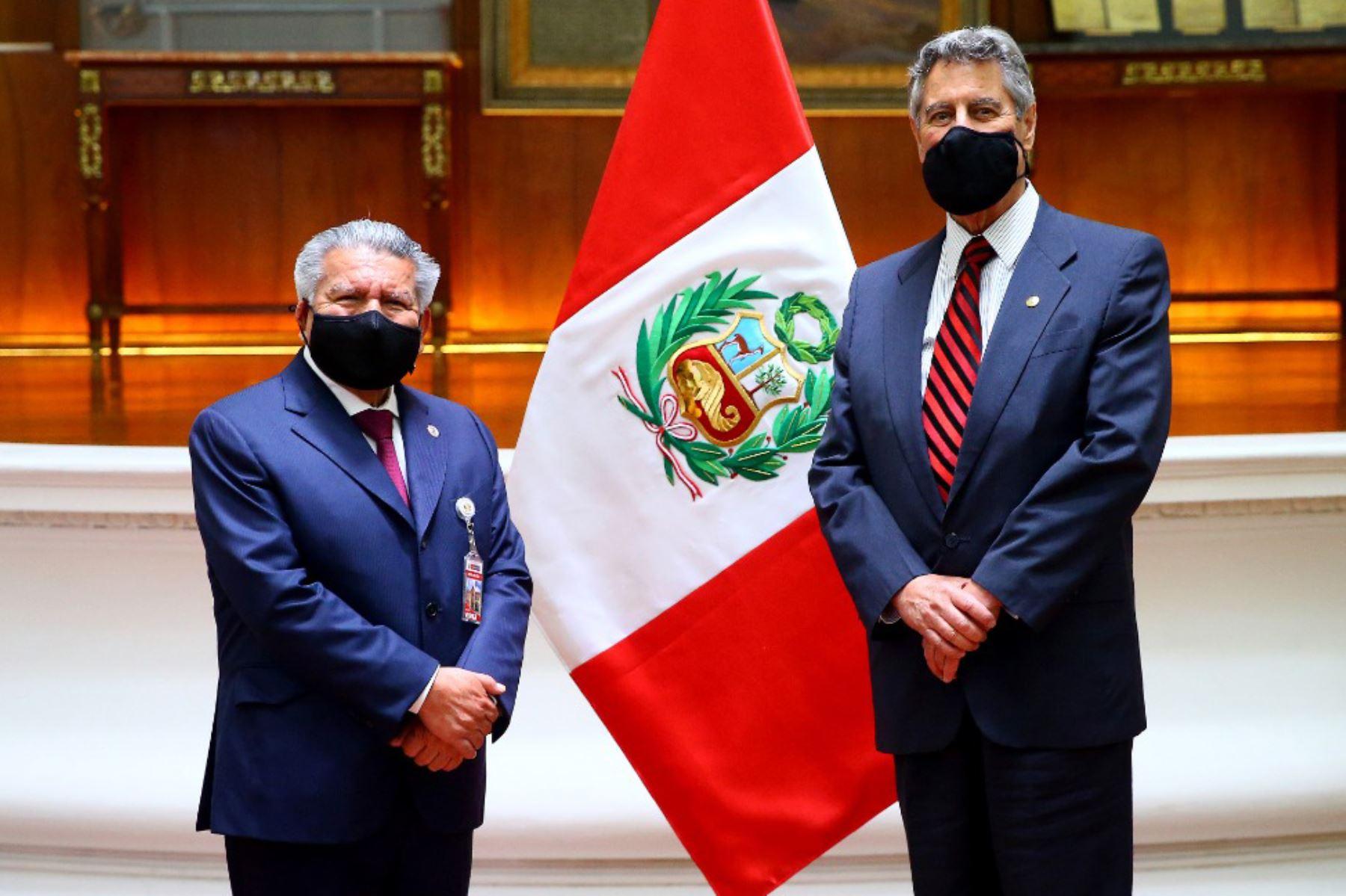 El presidente de la República, Francisco Sagasti, se reunió con el líder del partido Alianza para el Progreso, César Acuña, en Palacio de Gobierno.   Foto: ANDINA/ Prensa Presidencia
