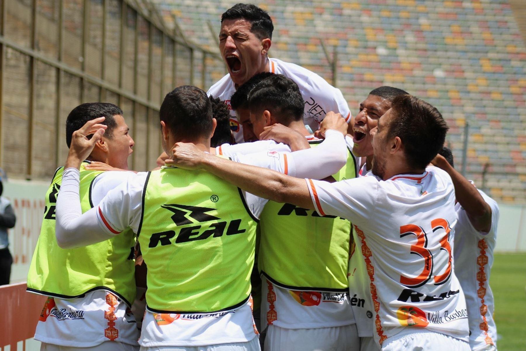 Joao Villamarín de Ayacucho FC celebra tras anotar el 1 - 0 ante Sport Boys por la octava jornada de la fase 2, en el Estadio Monumental. Foto: Liga 1