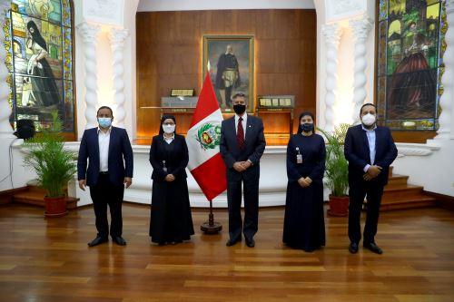 Presidente Sagasti se reúne con miembros del FREPAP para tratar desafíos actuales del país