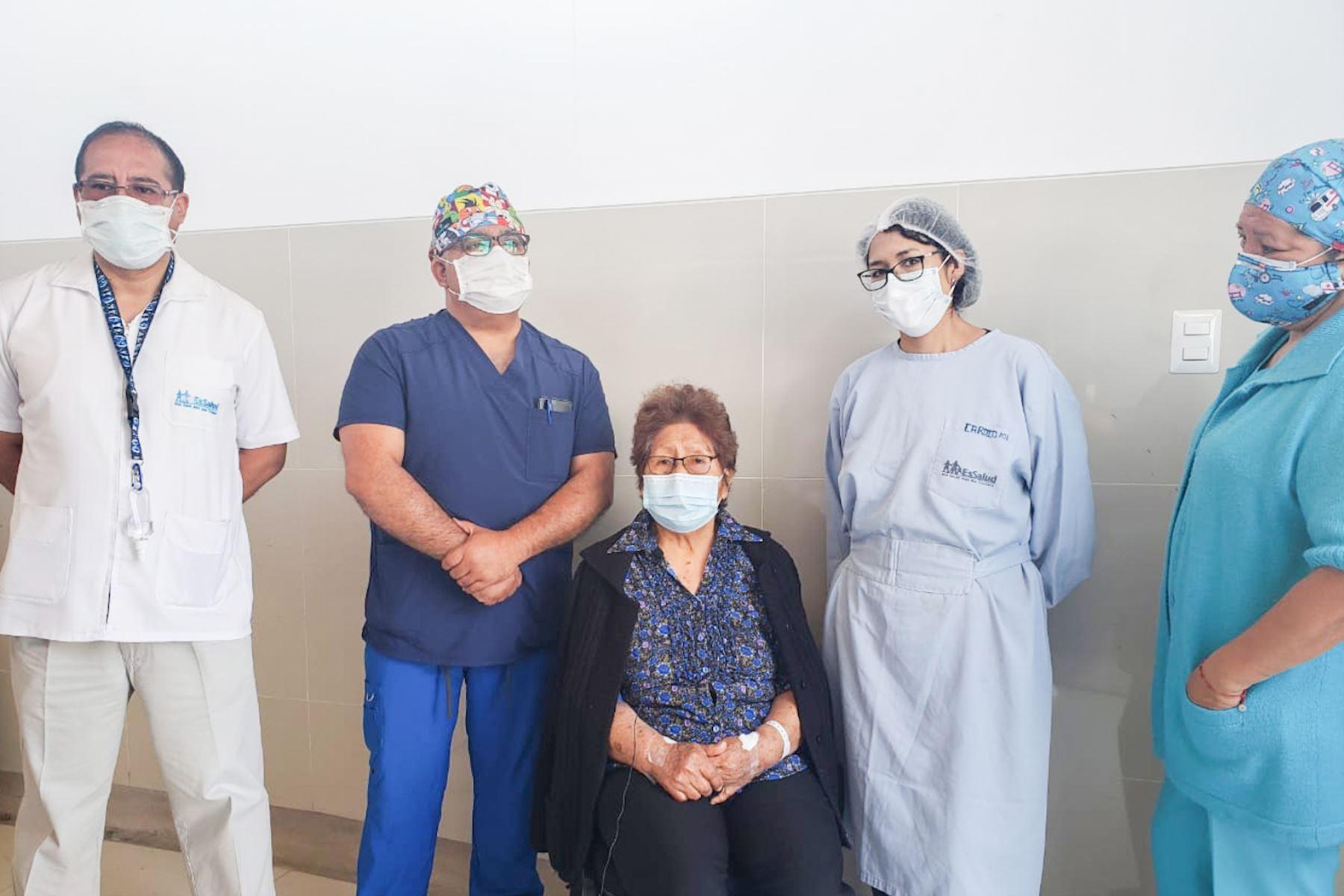 La Red Asistencial Tacna del Seguro Social de Salud – EsSalud realizó un exitoso operativo múltiple de colocación de marcapasos y cambio de generador en pacientes tacneños, evitando que los pacientes sean referidos a otros centros asistenciales y puedan ser atendidos en la región. Foto: ANDINA/EsSalud