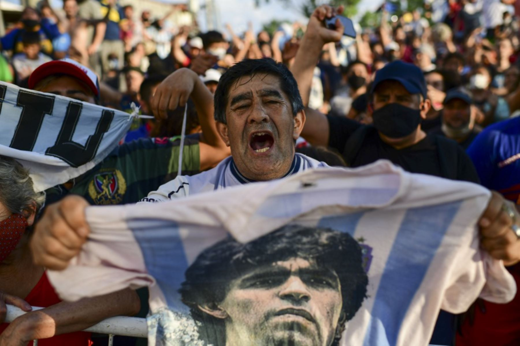 El pueblo argentino llora por la muerte de Diego Maradona.