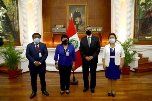 Presidente Sagasti se reúne con miembros de Somos Perú