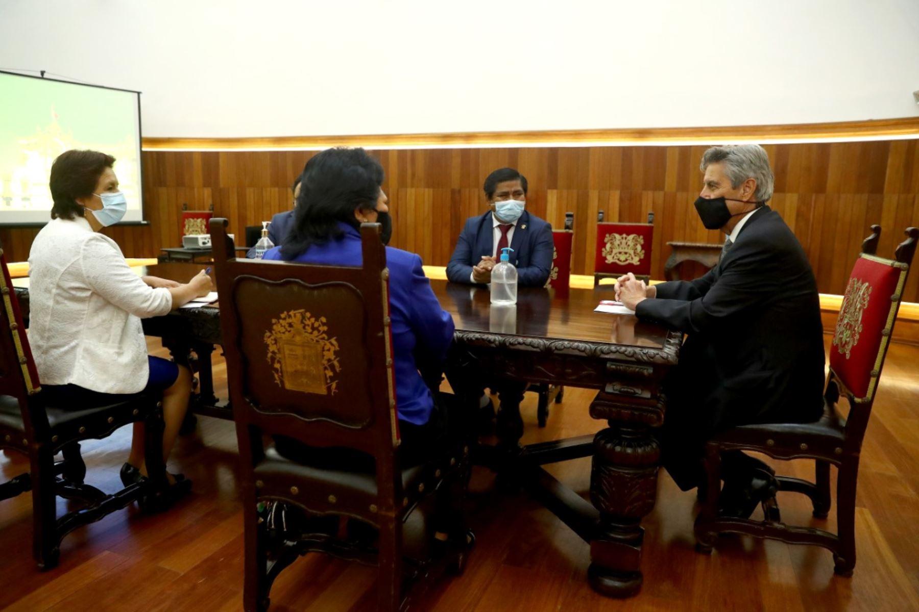 Presidente Francisco Sagasti se reúne en Palacio de Gobierno con miembros del partido Somos Perú y congresistas de la bancada. Foto: ANDINA/Prensa Presidencia