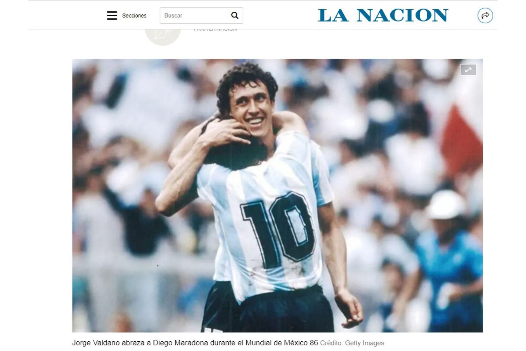 El ex futbolista Jorge Valdano y compañero del astro argentino Diego Armando Maradona se despide con un artículo publicado en el diario La Nación titulado : Adiós a Diego y adiós a Maradona. Foto: Portada La Nación