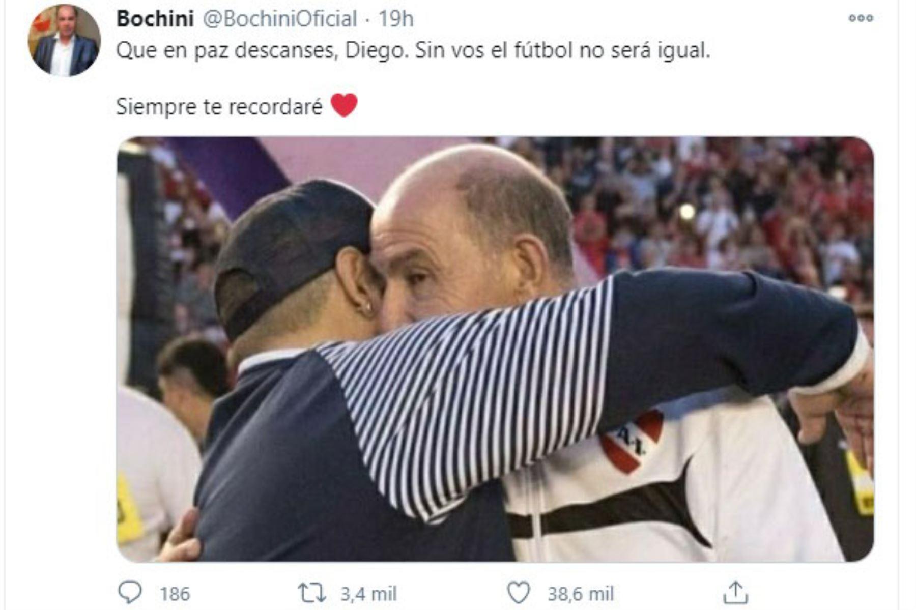 El ex futbolista Ricardo Enrique Bochini y compañero de Diego Armando Maradona en el Mundial de México 86 se despide en redes sociales del astro argentino. Foto: Twitter