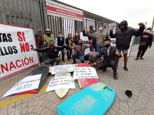 Surfistas piden apoyo del IPD