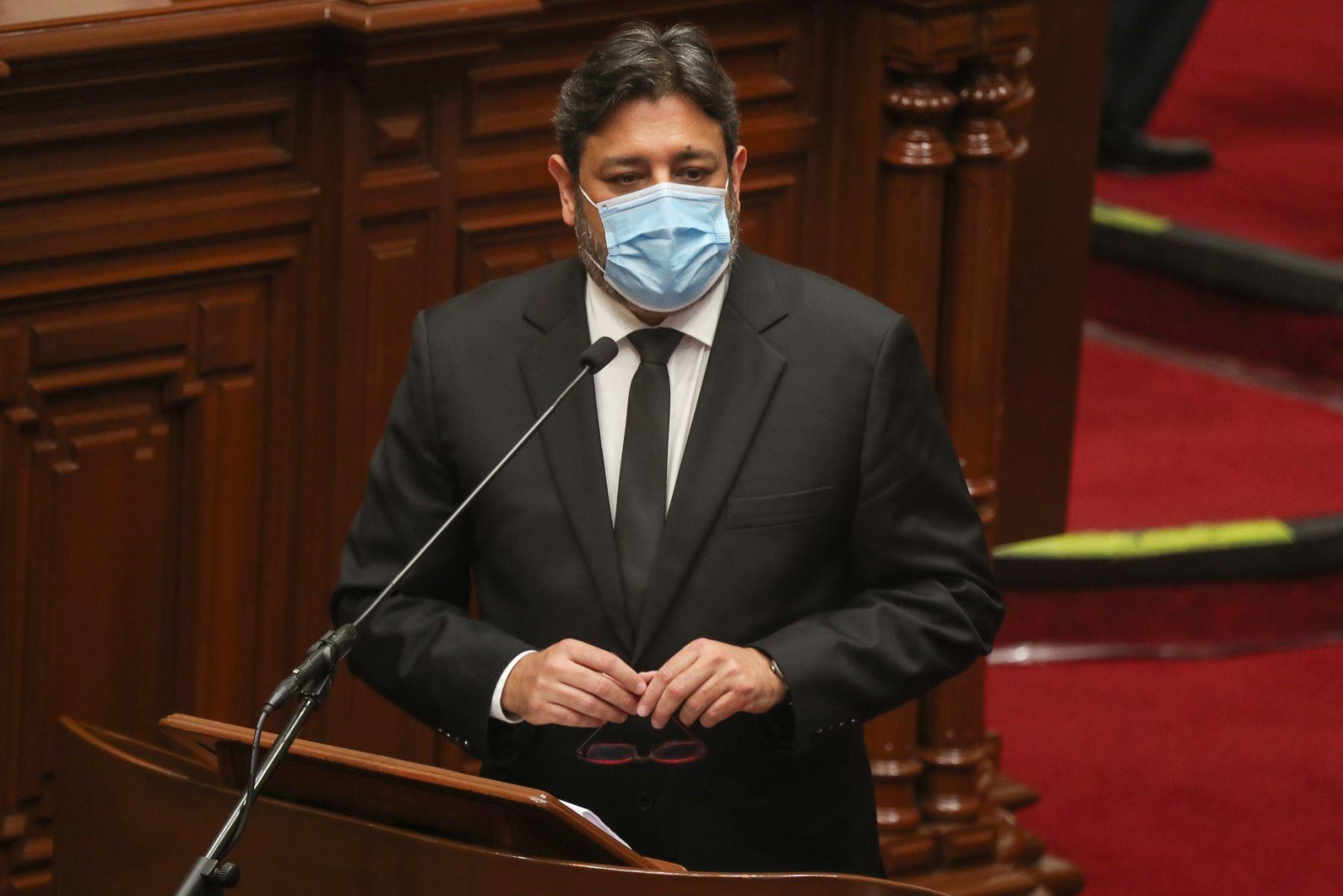 Ricardo Cuenca, ministro de Educación, expone ante el pleno del Congreso para sustentar el presupuesto del sector público 2021.  Foto: ANDINA / PCM