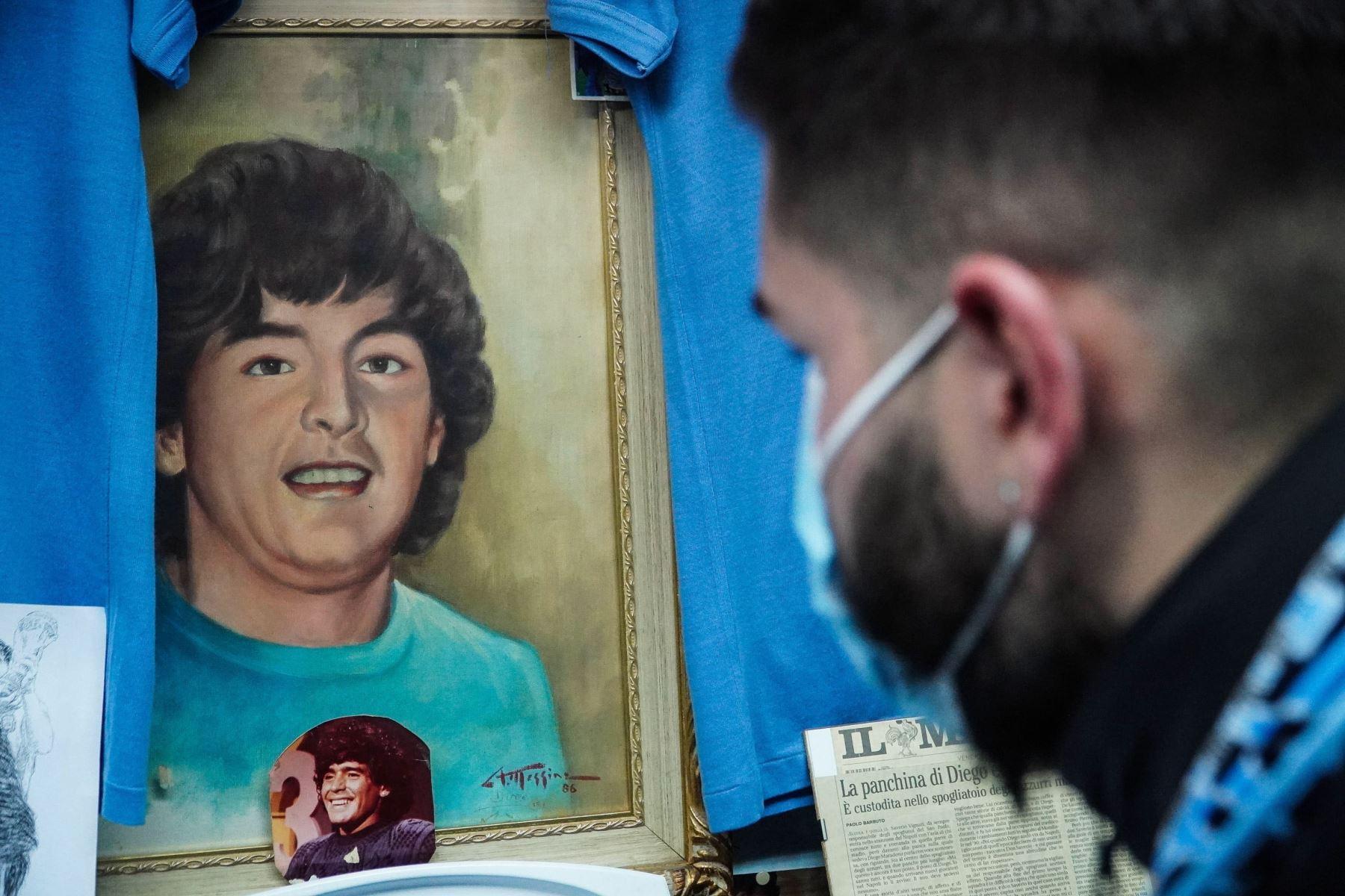 Parte del museo Maradona de la familia Vignati, una de las colecciones más completas de recuerdos deportivos pertenecientes a Diego Armando Maradona en el mundo, cerca de Nápoles, Italia. Foto: EFE