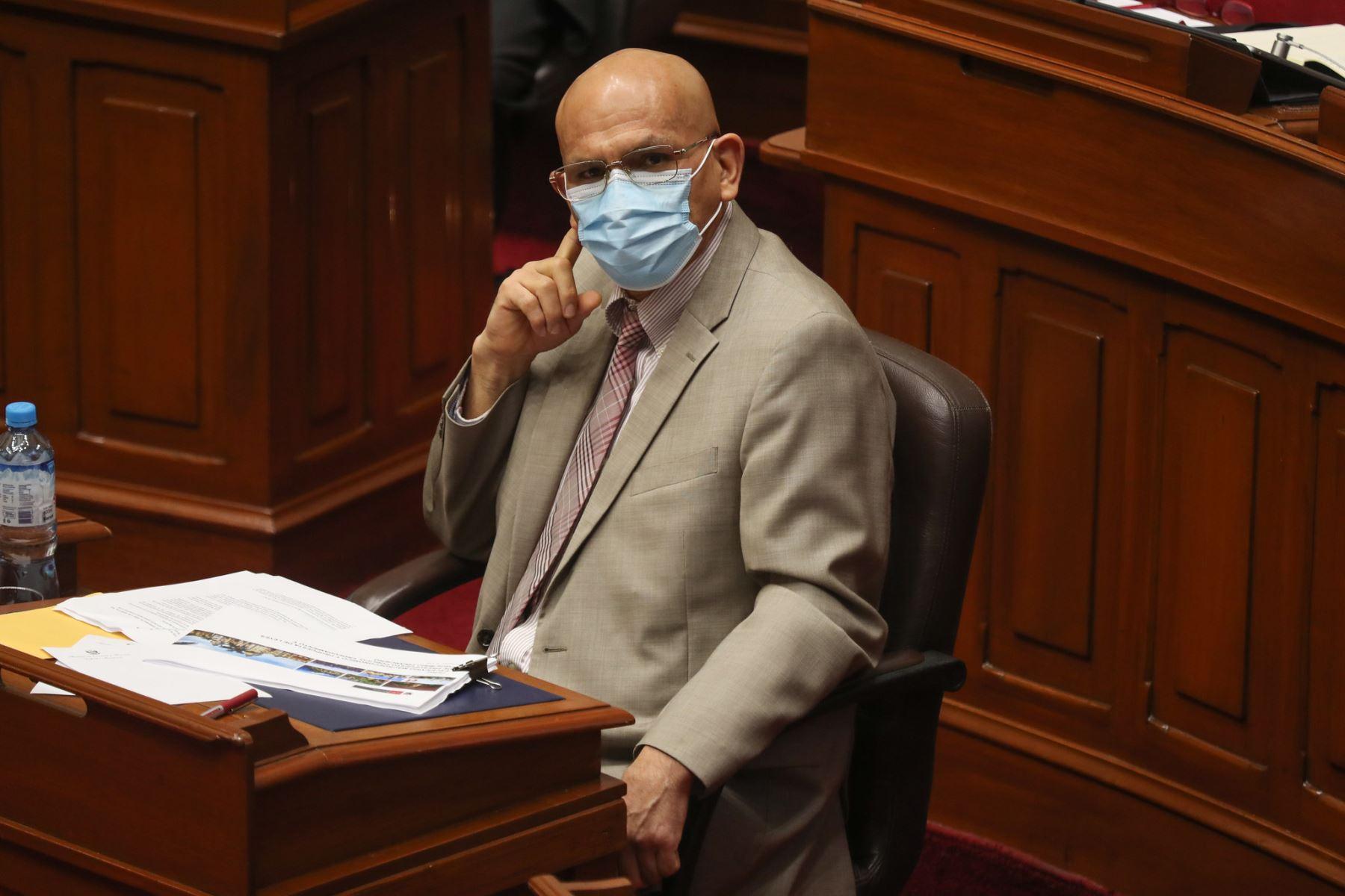 Ministro de Economía y Finanzas, Waldo Mendoza ante el pleno del Congreso para sustentar el presupuesto del sector público 2021.  Foto: ANDINA / PCM
